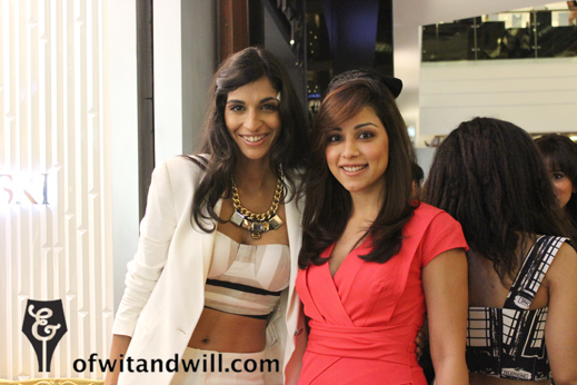 Fashion_night_out_india_Anushka-with-Actress-Amrita-Puri